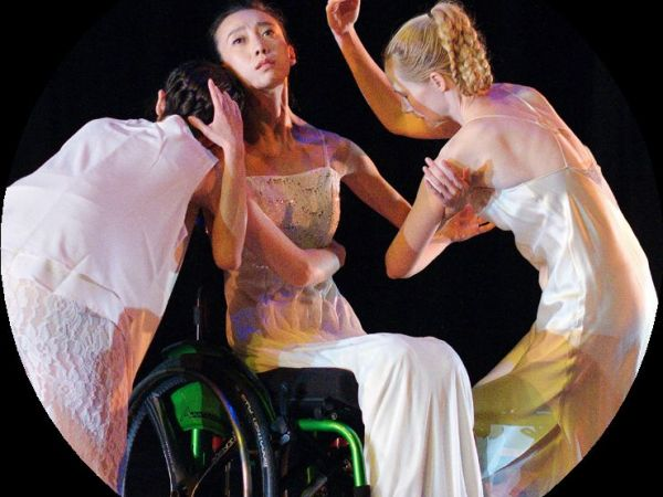 definition of dance An analysis of movement, and particularly of dance,helps us to see in an extraordinarily effective way the meaningof embodiment this paper then looks through the eyes ofdance theorists and at.